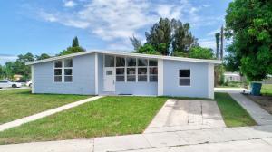 200 SW 7th Street  For Sale 10658296, FL