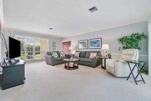 3683  Quail Ridge Drive  For Sale 10659630, FL