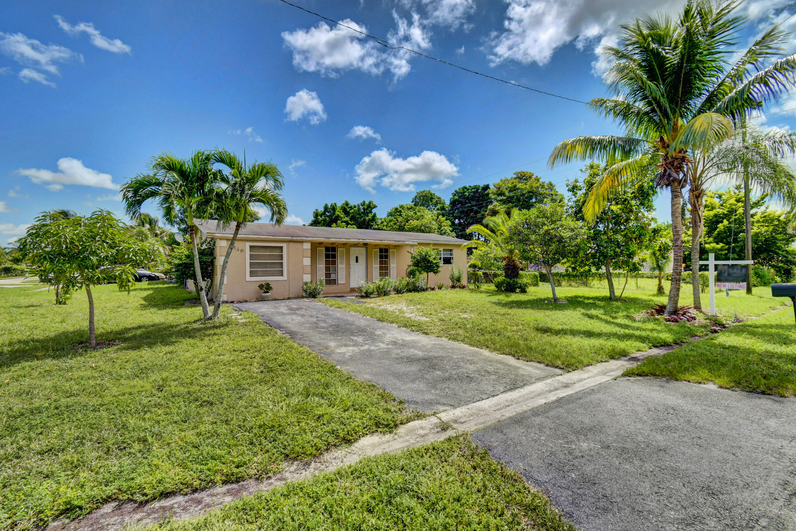 5648 S 37th Street  Greenacres FL 33463