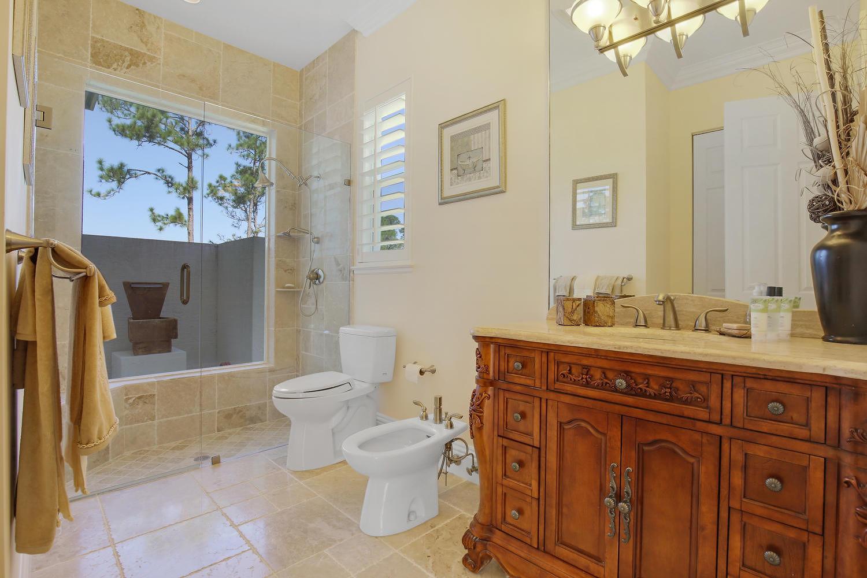 Junior Suite 2 Bathroom