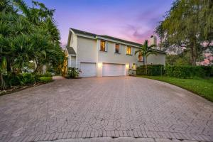 750  Pine Chase Court  For Sale 10661829, FL
