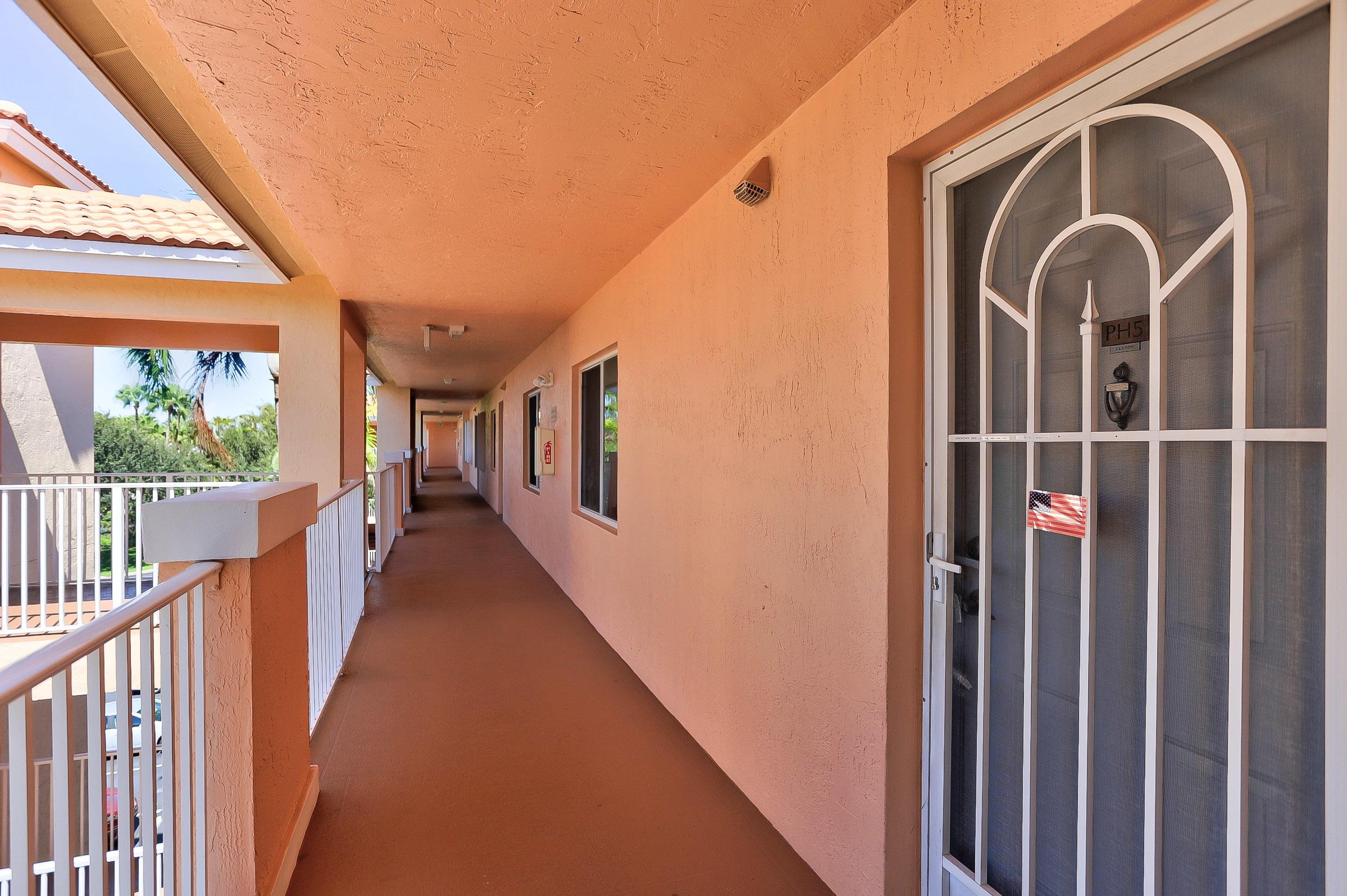 5842 Crystal Shores Drive 405 Boynton Beach, FL 33437 photo 2
