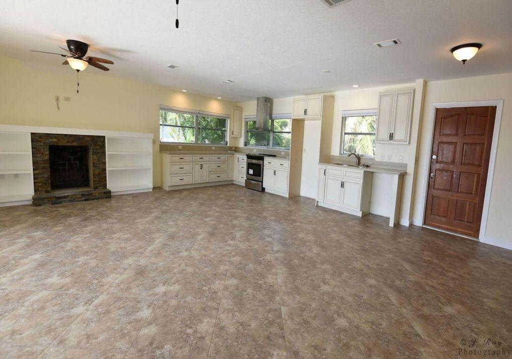 12900 Kitchen & Fireplace
