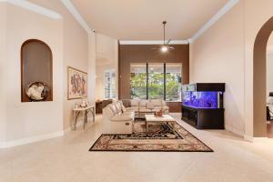 10718  Versailles Boulevard  For Sale 10663412, FL