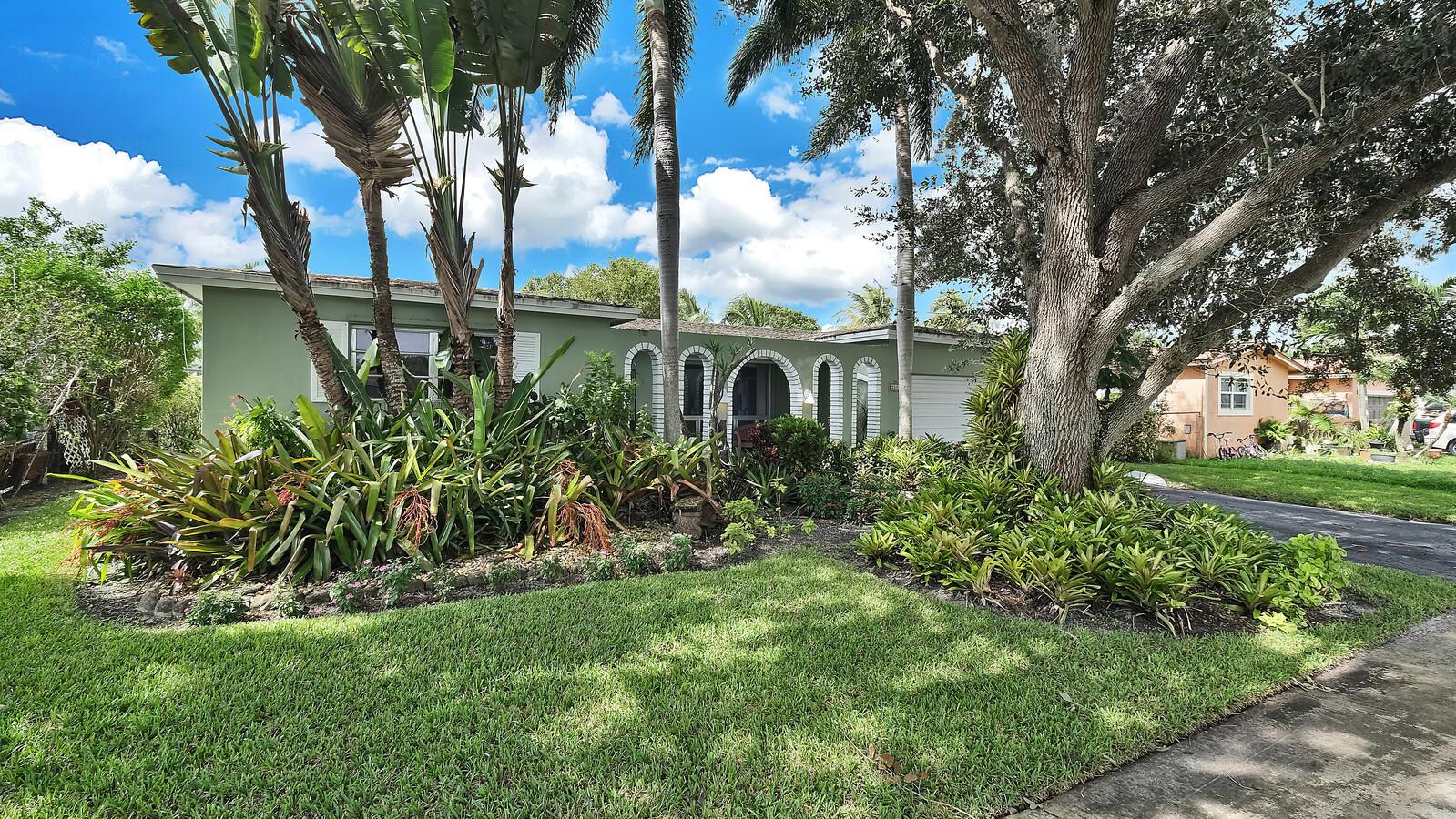 Home for sale in COOPER ESTATES SEC 2 Cooper City Florida