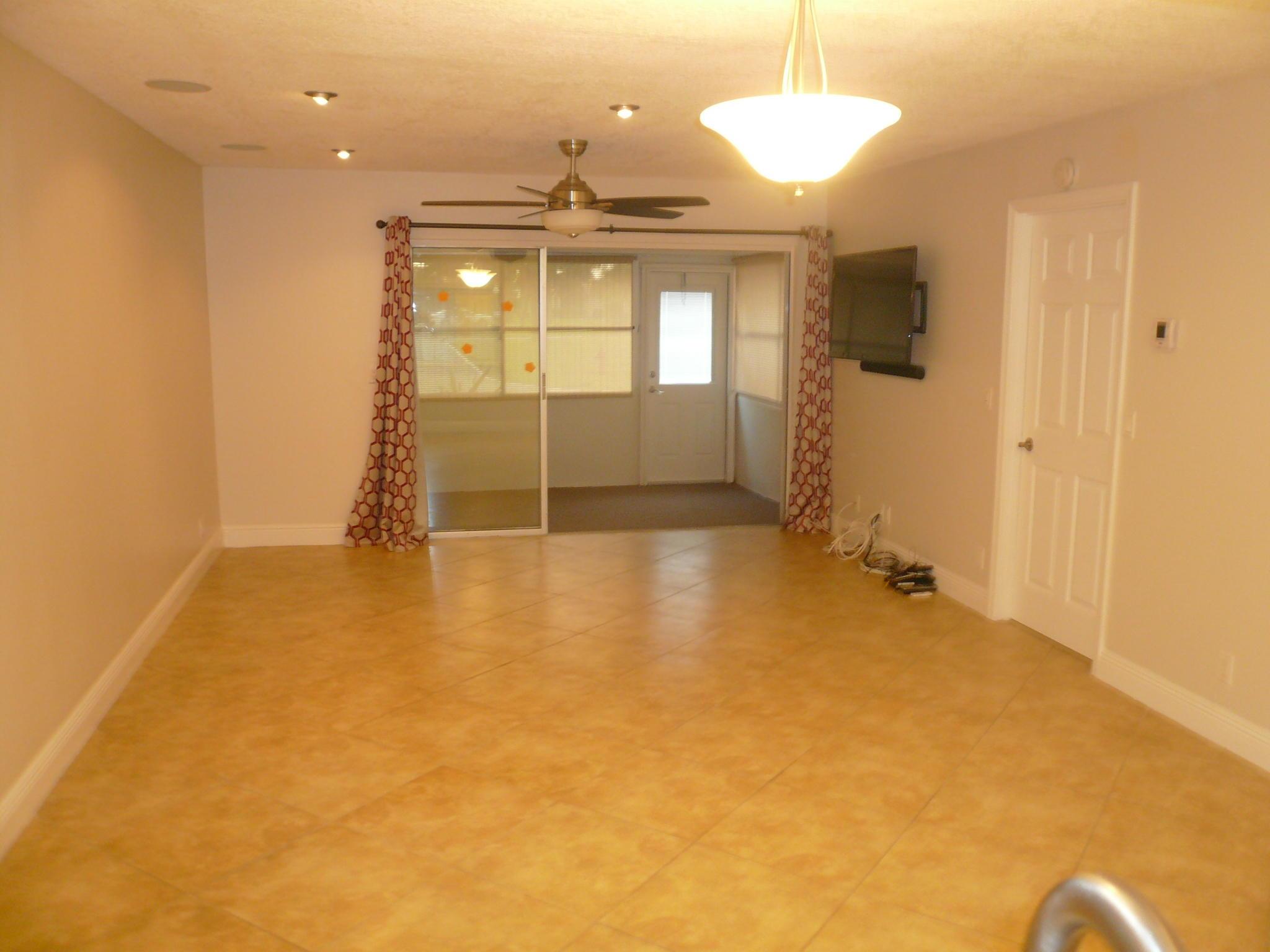 725 Nantucket Circle B Lake Worth, FL 33467 photo 2