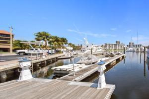 143  Yacht Club Drive 14 For Sale 10666793, FL