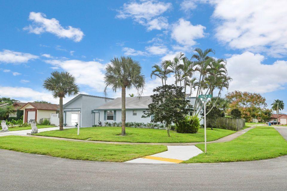 10432 Carmen Lane Royal Palm Beach, FL 33411 photo 3