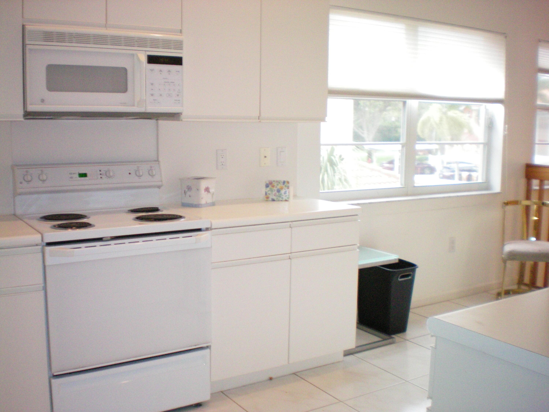 9552 Shadybrook Drive 202 Boynton Beach, FL 33437 photo 4