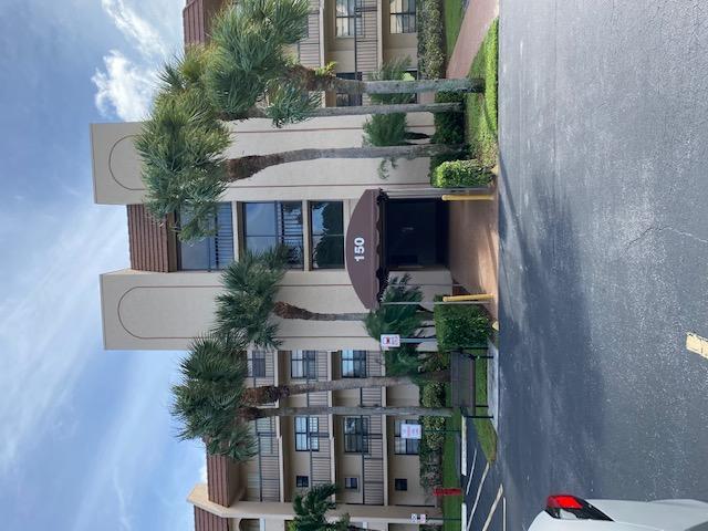 150 Lake Nancy Lane 121  West Palm Beach FL 33411