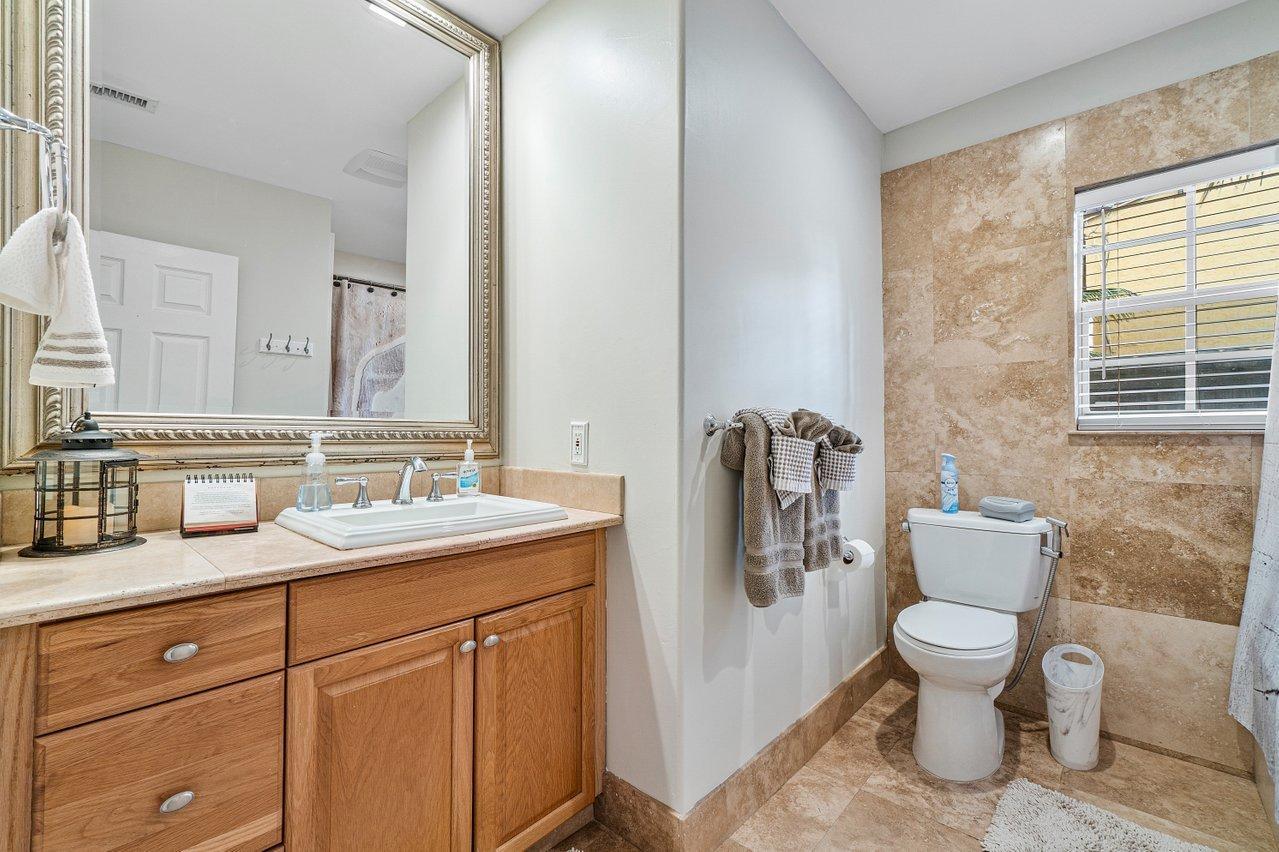 Master Bath En-Suite