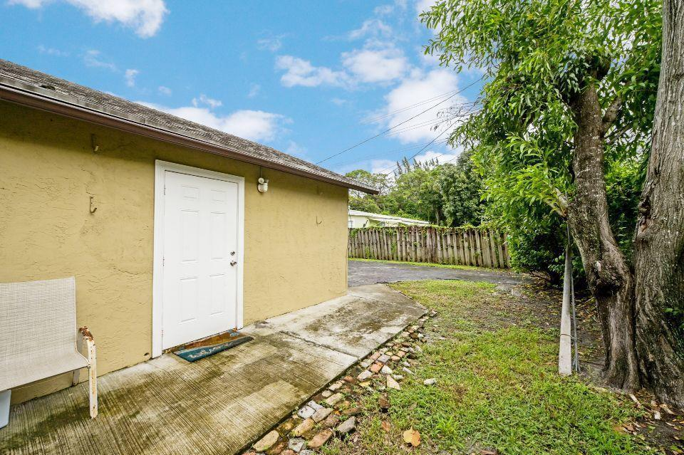 526 Mercury Street West Palm Beach, FL 33406 photo 29
