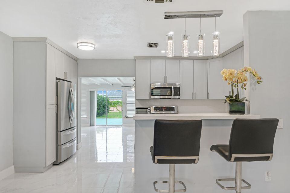 311 Forest Hill Boulevard West Palm Beach, FL 33405 photo 8