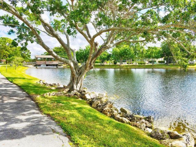 610 Laconia Circle Lake Worth, FL 33467 photo 19