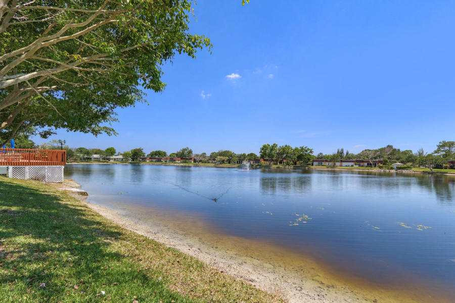 610 Laconia Circle Lake Worth, FL 33467 photo 29