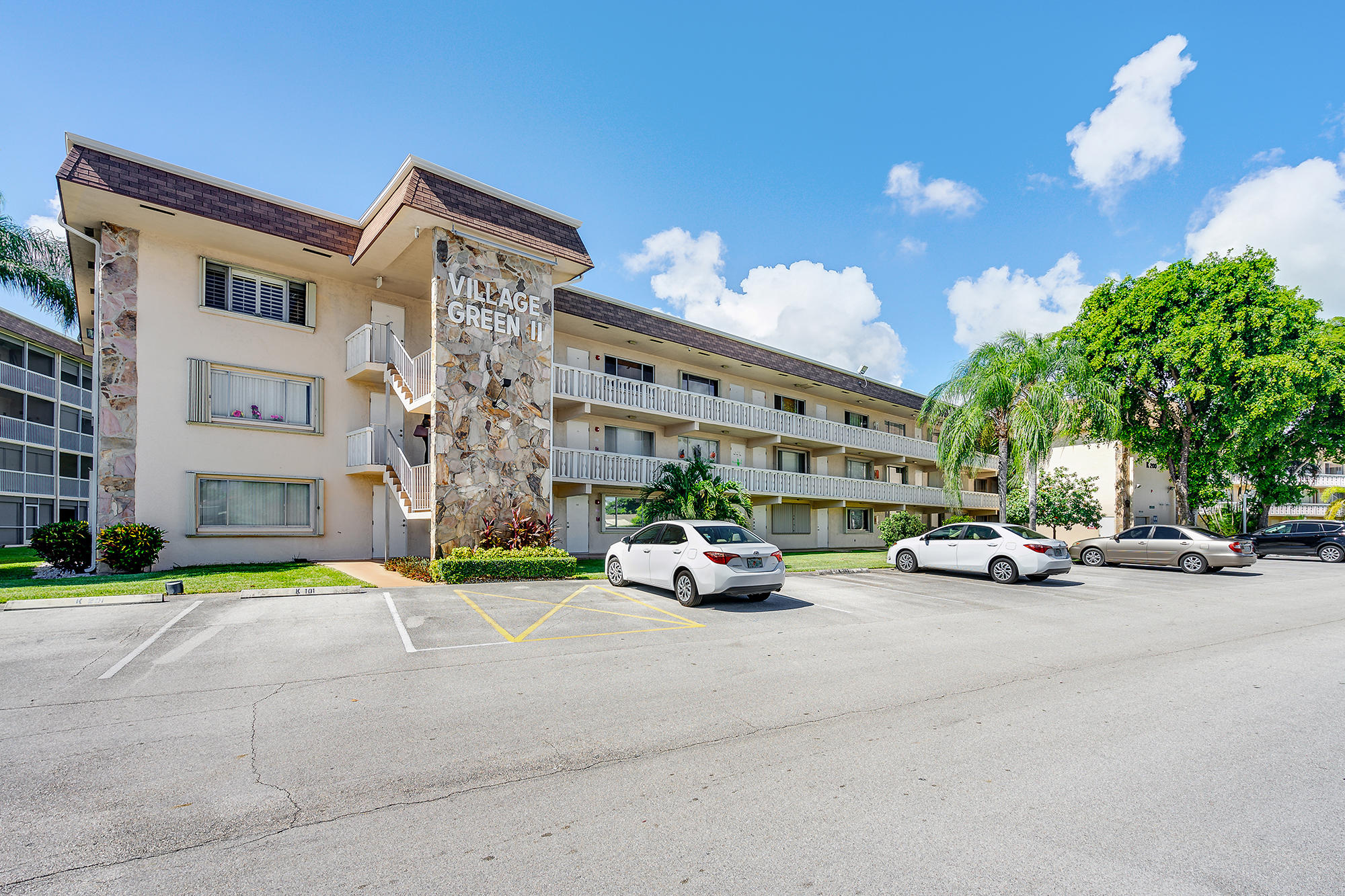 200 Village Green Circle E #203 - 33461 - FL - Palm Springs