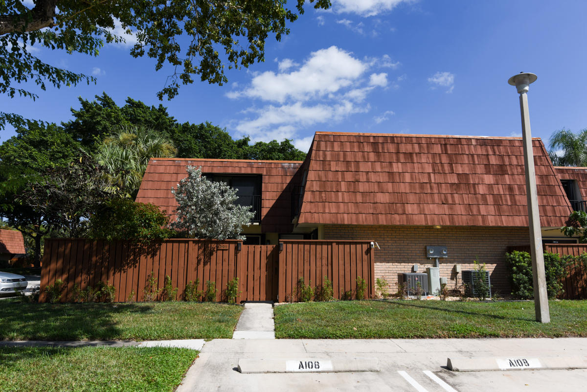 301 Live Oak Lane 301 Boynton Beach, FL 33436