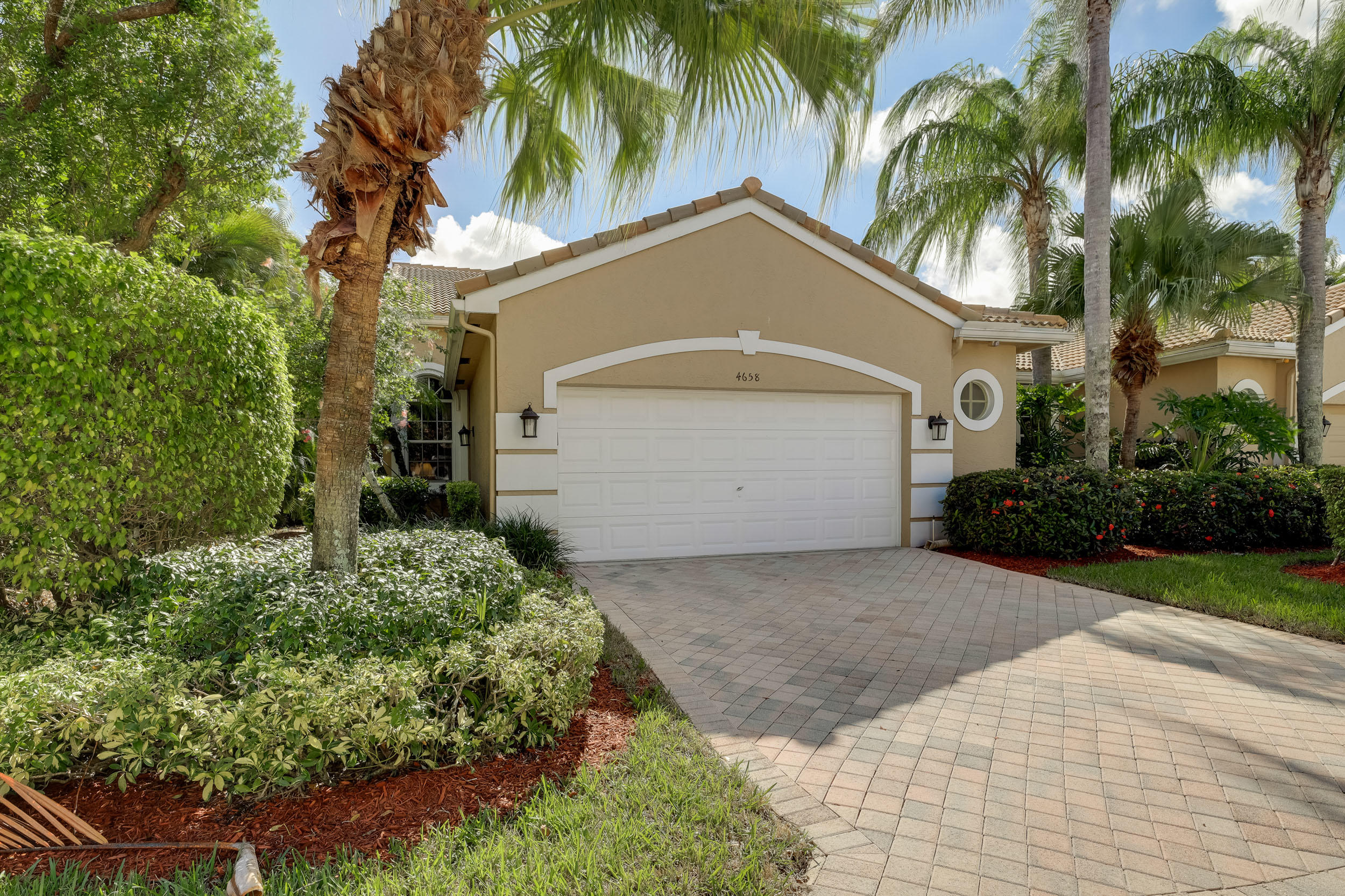 Home for sale in Wycliffe - Cambridge Lake Worth Florida