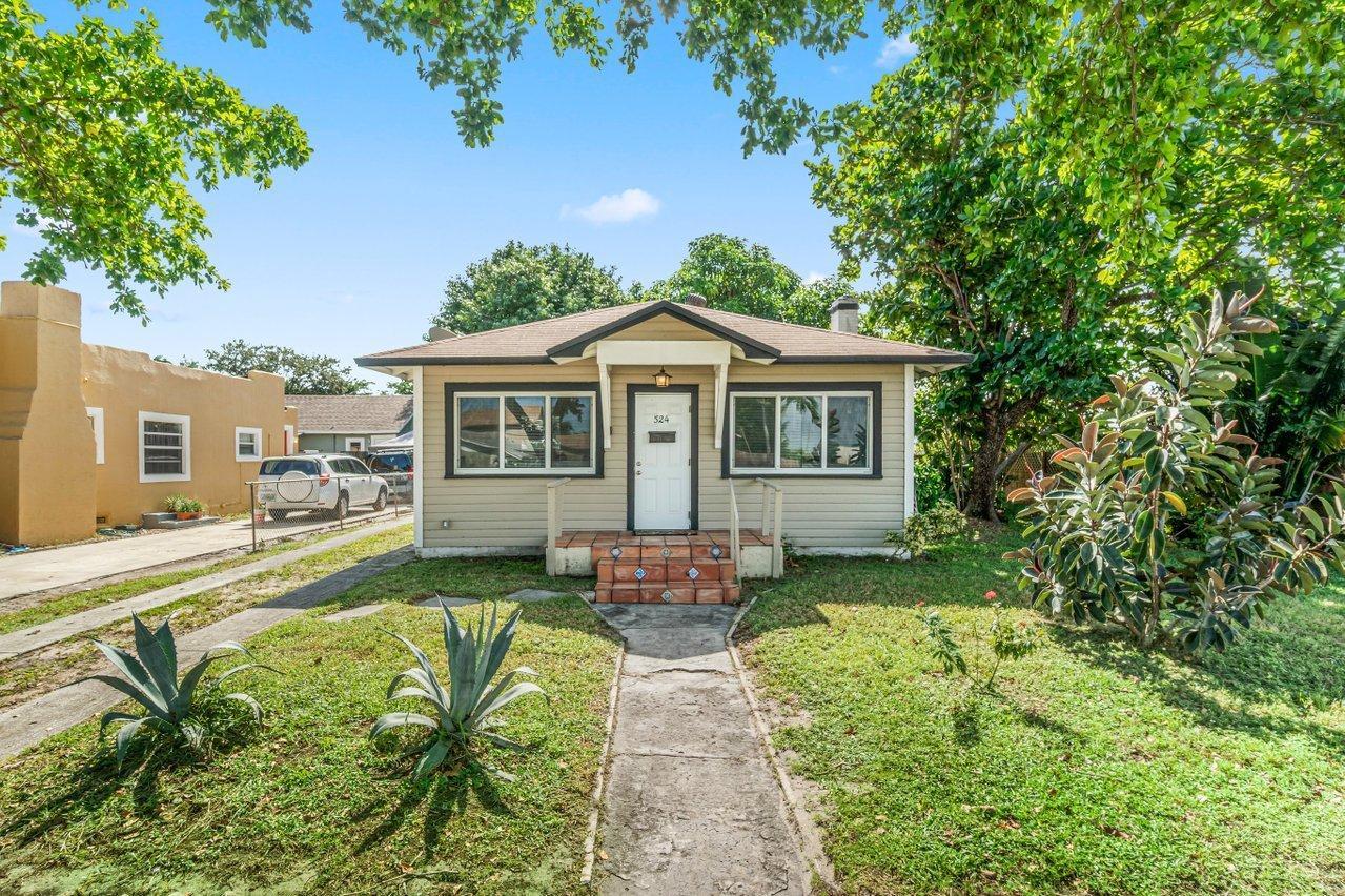 524 Colonial Road West Palm Beach, FL 33405