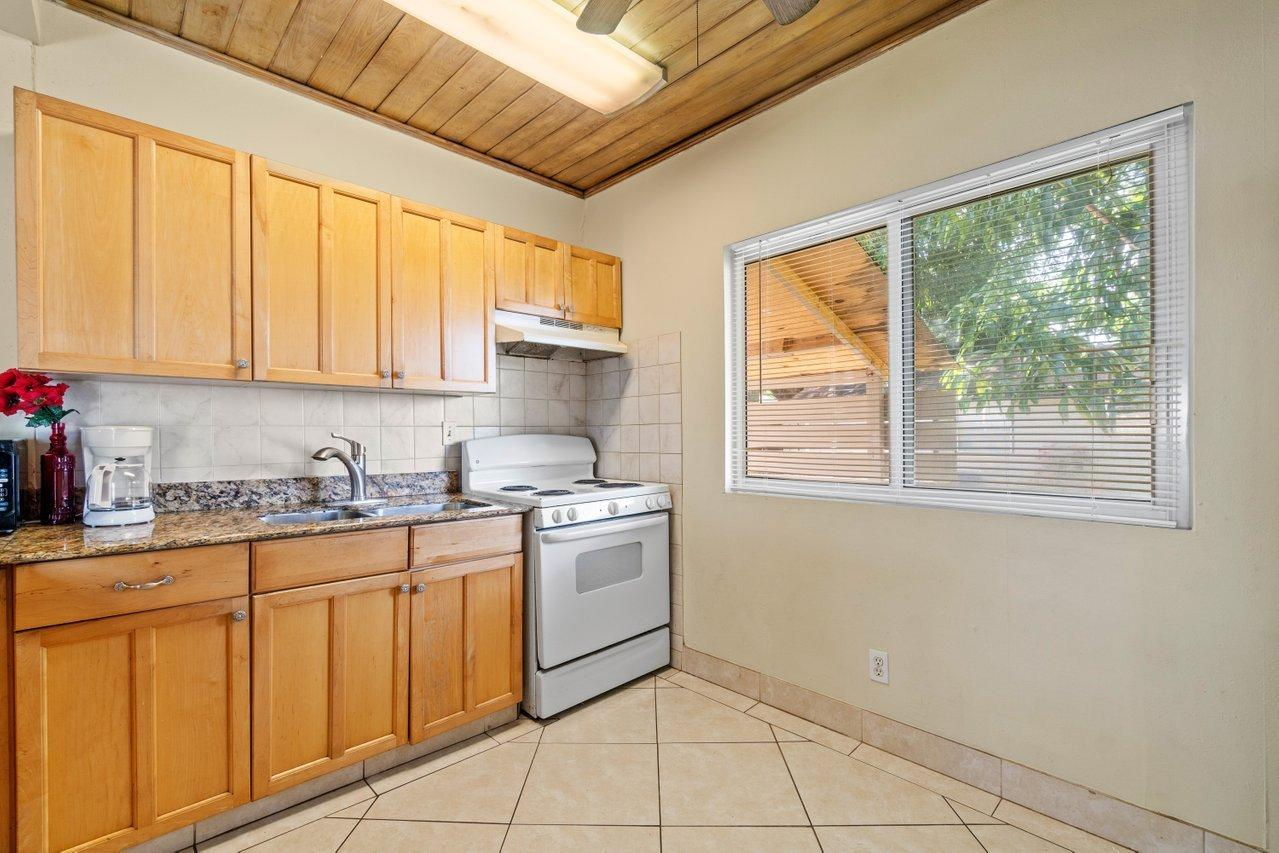 524 Colonial Road West Palm Beach, FL 33405 photo 12