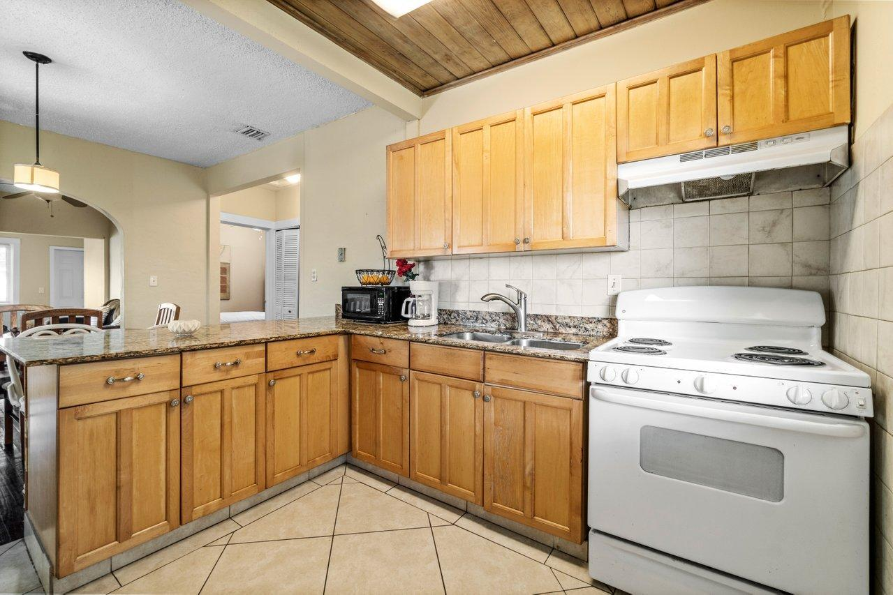 524 Colonial Road West Palm Beach, FL 33405 photo 13