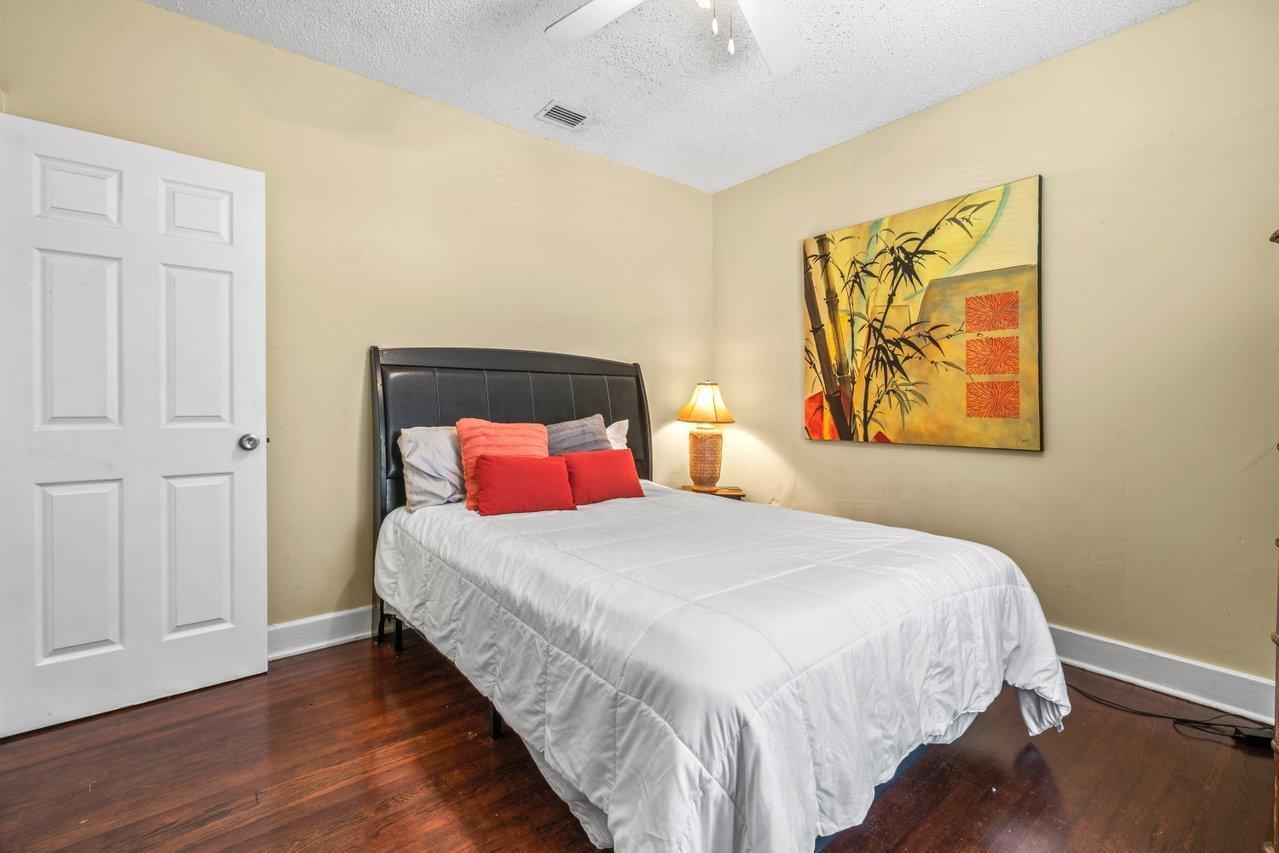 524 Colonial Road West Palm Beach, FL 33405 photo 18