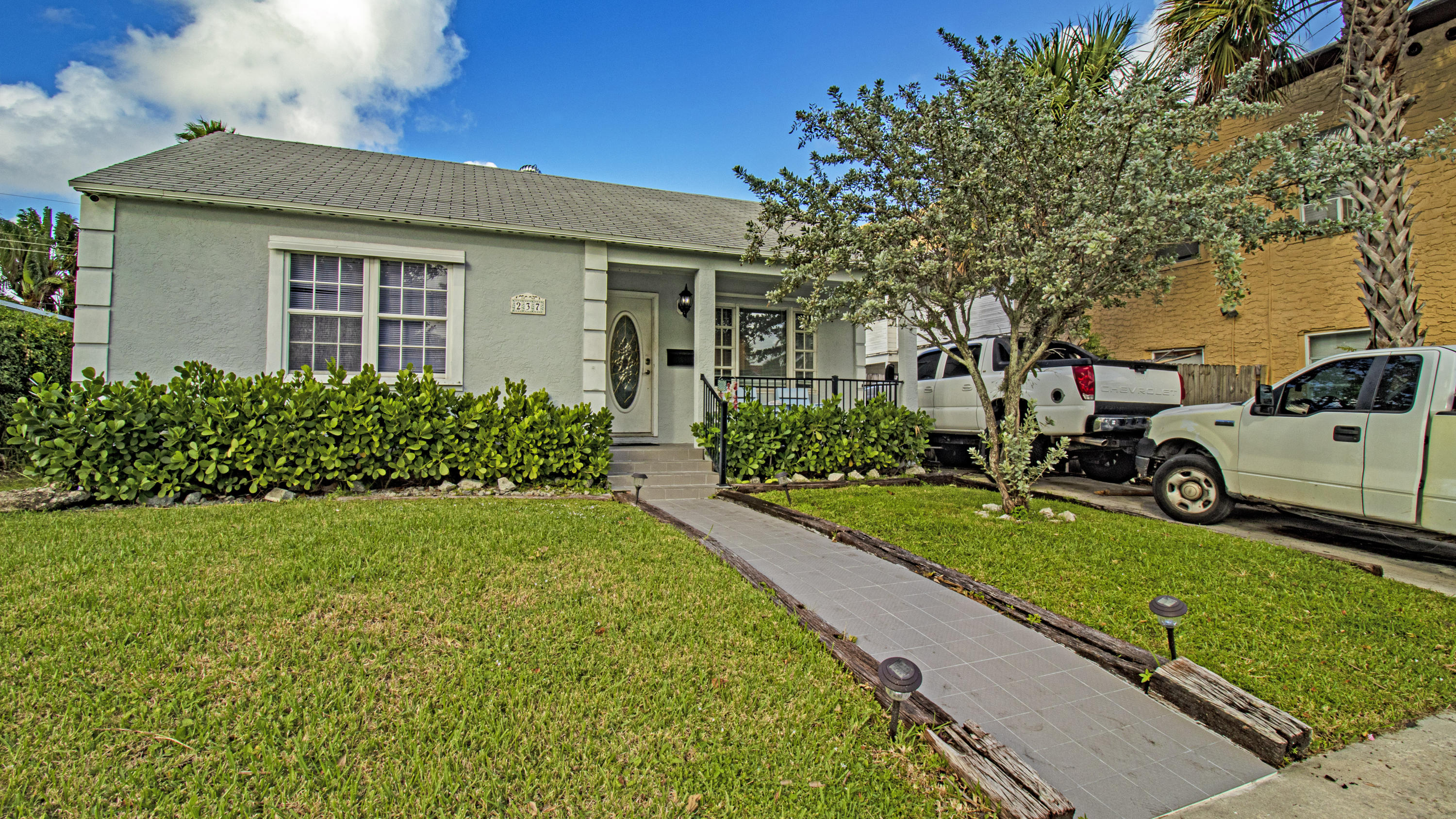 237 Wenonah Place  West Palm Beach FL 33405