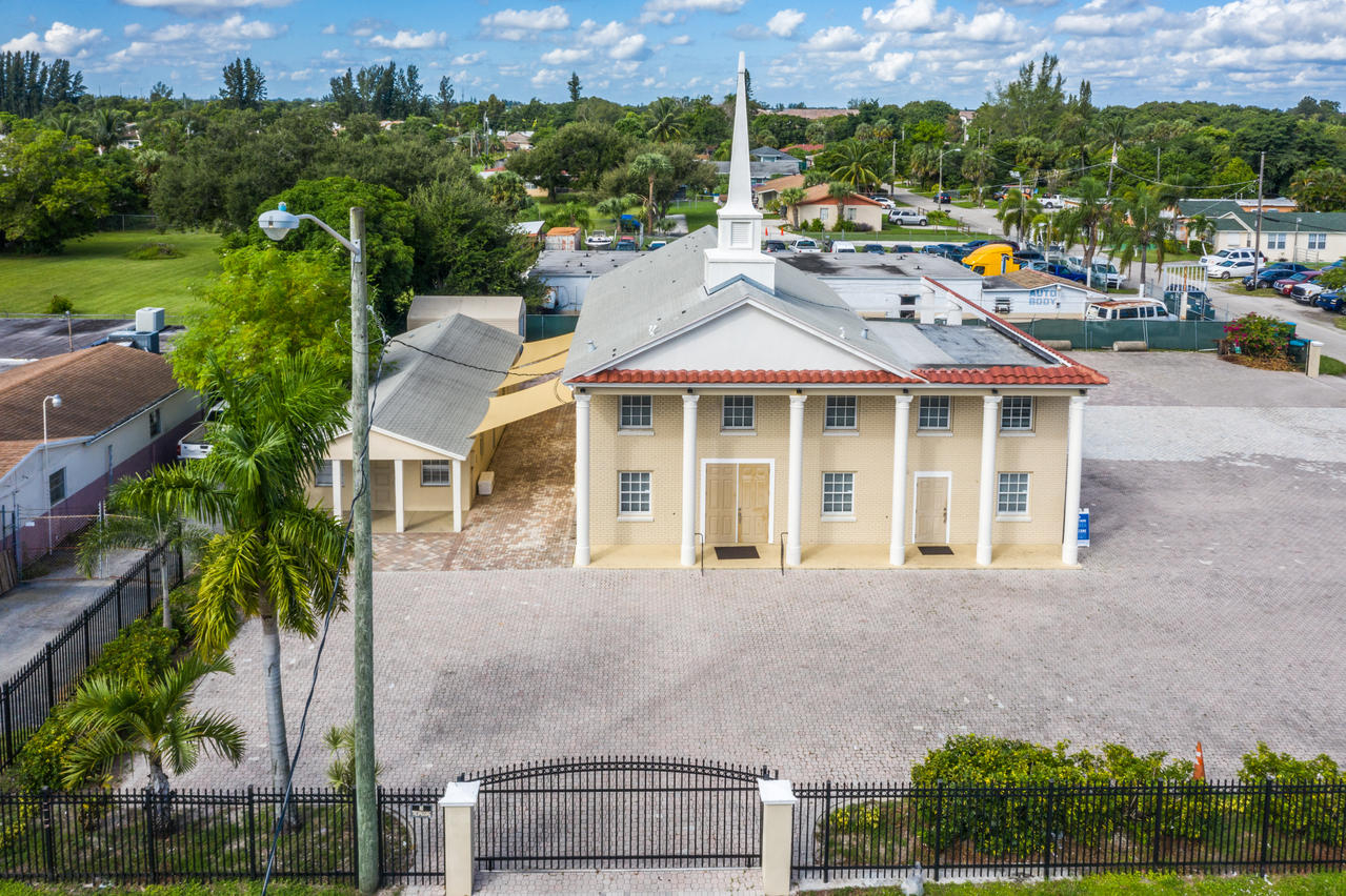 2385 N Military Trail  West Palm Beach FL 33409