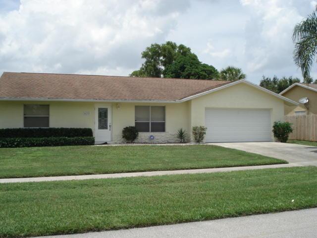 4633 Blue Pine Circle  Lake Worth FL 33463