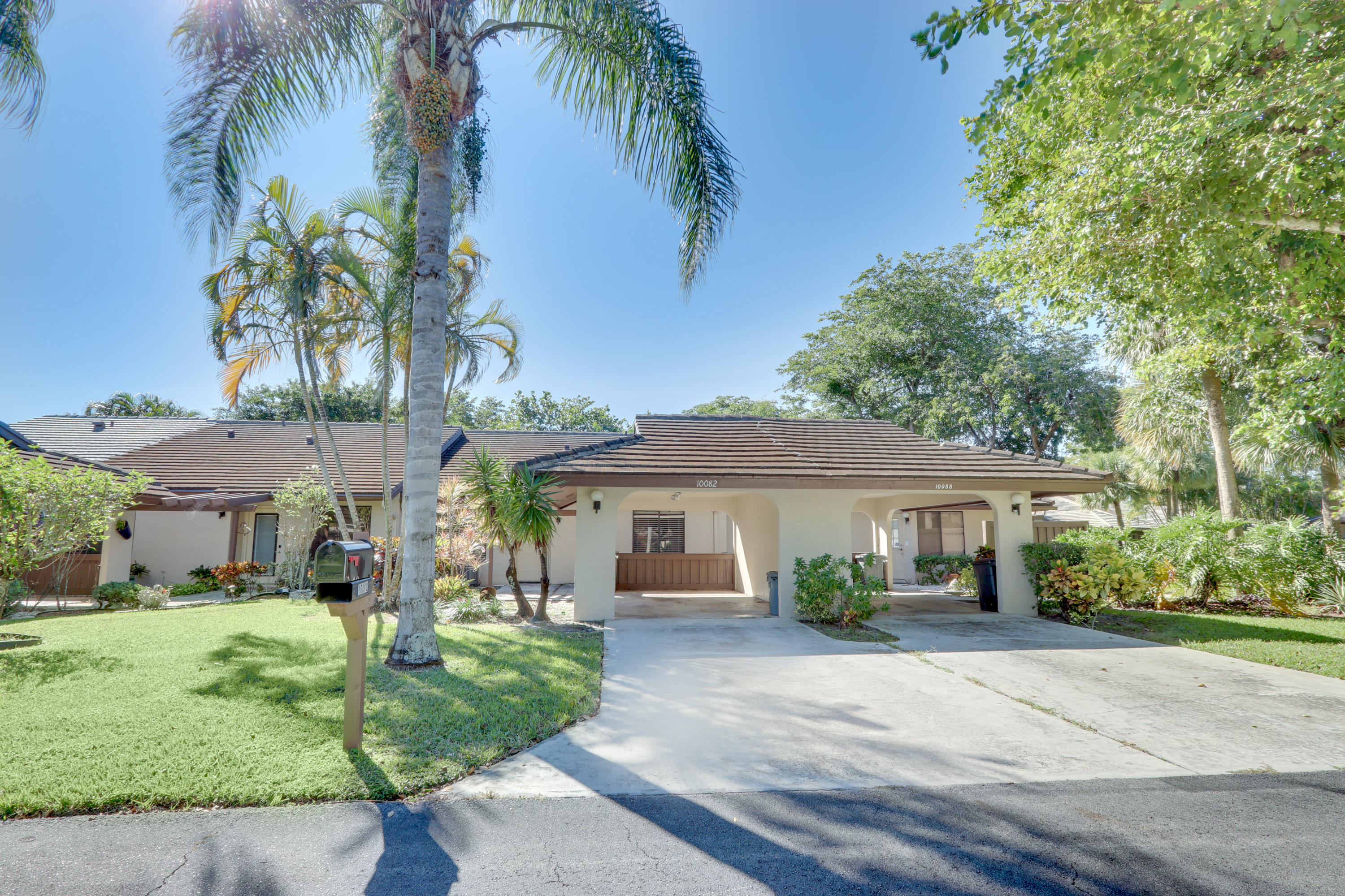 Home for sale in CEDAR POINT 6 Boynton Beach Florida