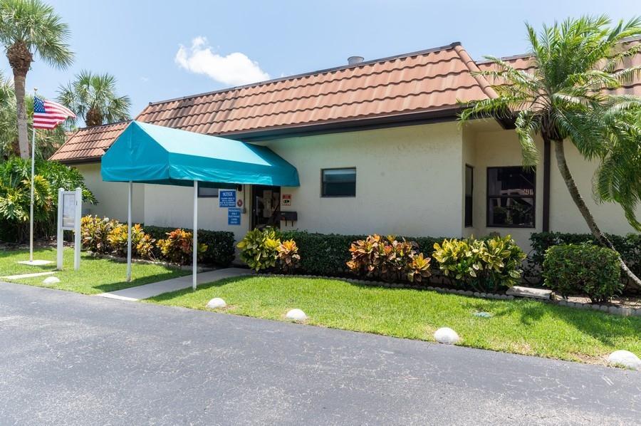 7233 Golf Colony Court 203 Lake Worth, FL 33467 photo 17