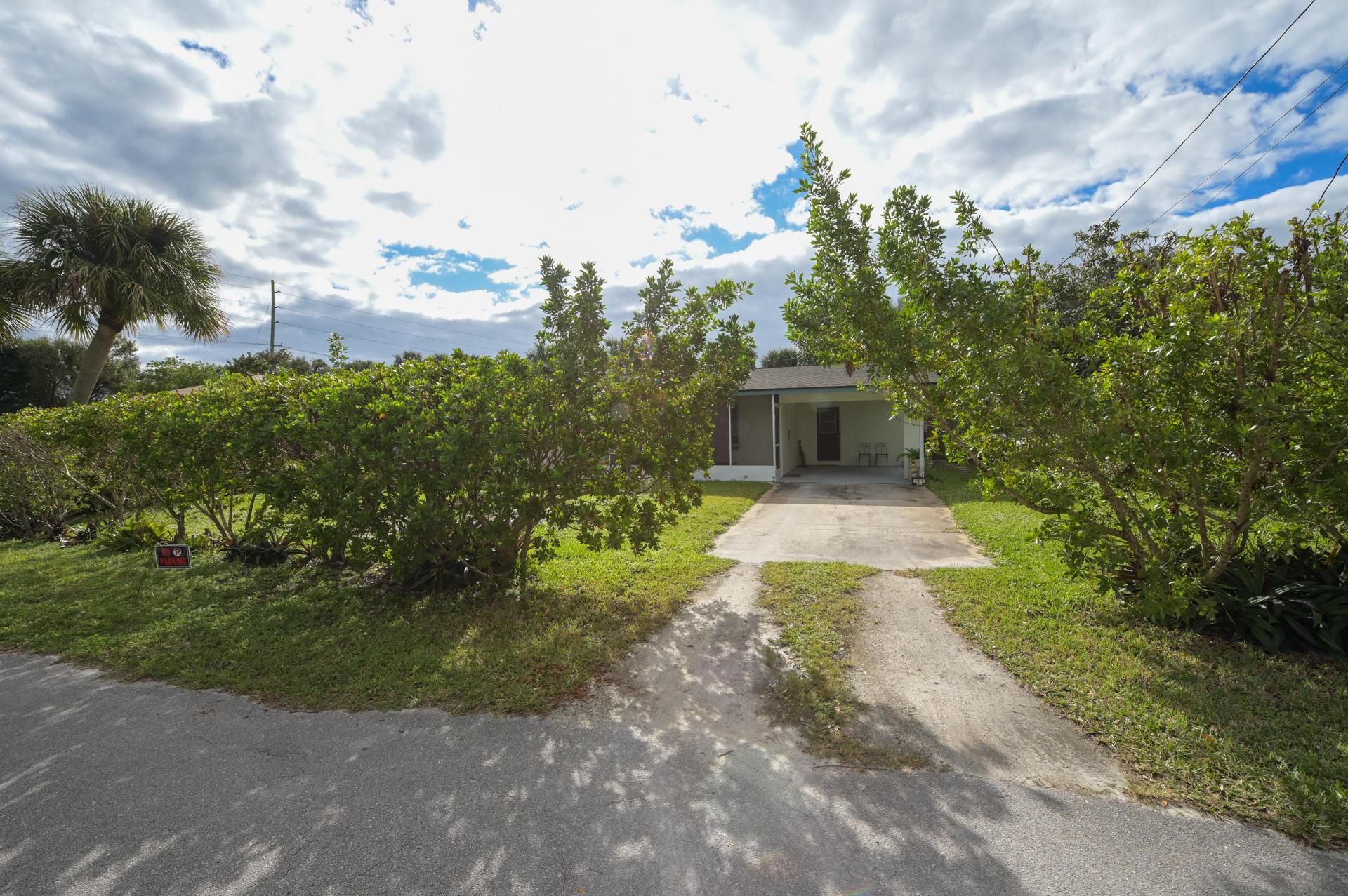 111 Hialeah Avenue Fort Pierce, FL 34982 photo 3