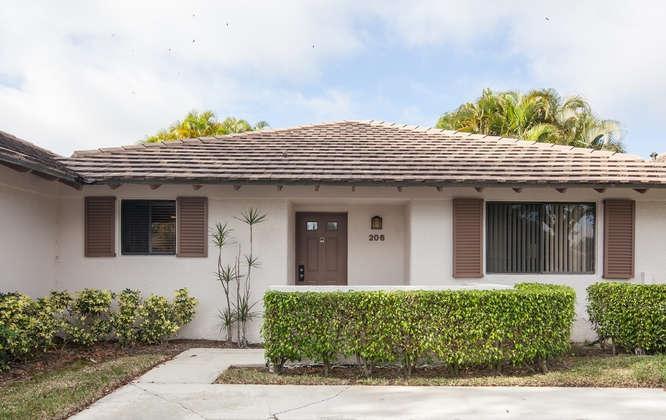206 Club Drive, Palm Beach Gardens, Florida 33418, 2 Bedrooms Bedrooms, ,2 BathroomsBathrooms,F,Villa,Club,RX-10681021