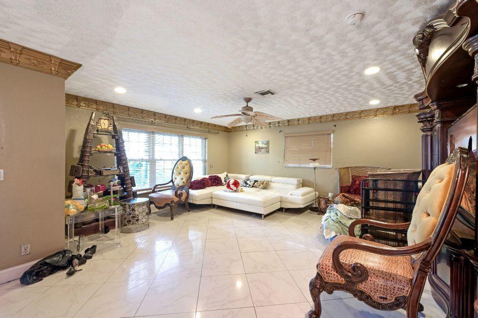 211 S 18th Avenue Lake Worth Beach, FL 33460 photo 4