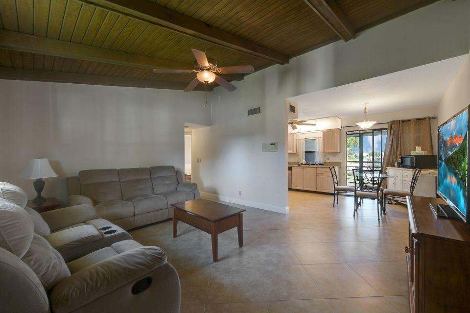 2 Via De Casas Sur 201 Boynton Beach, FL 33426 photo 4