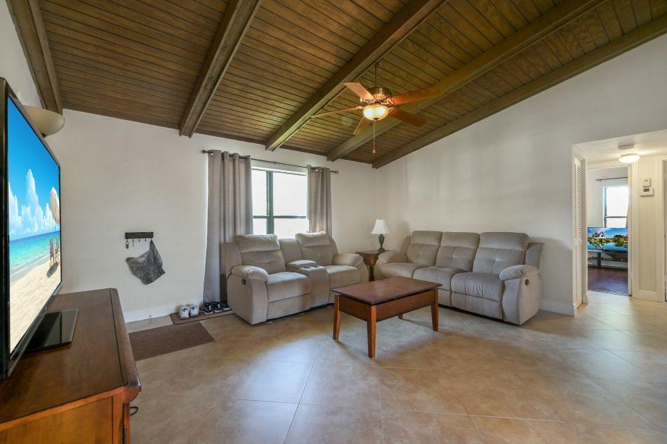2 Via De Casas Sur 201 Boynton Beach, FL 33426 photo 5