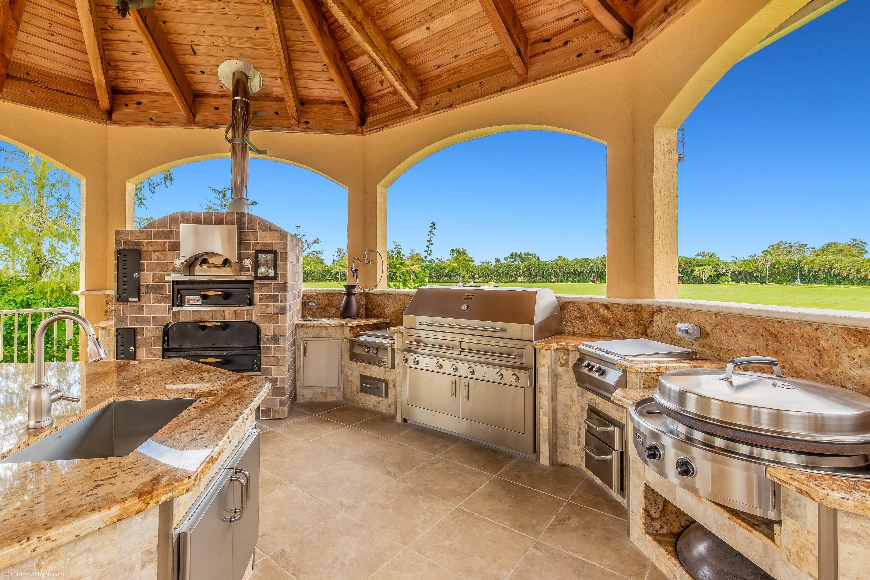 Outdoor Kitchen With Oven, Grill, Griddl