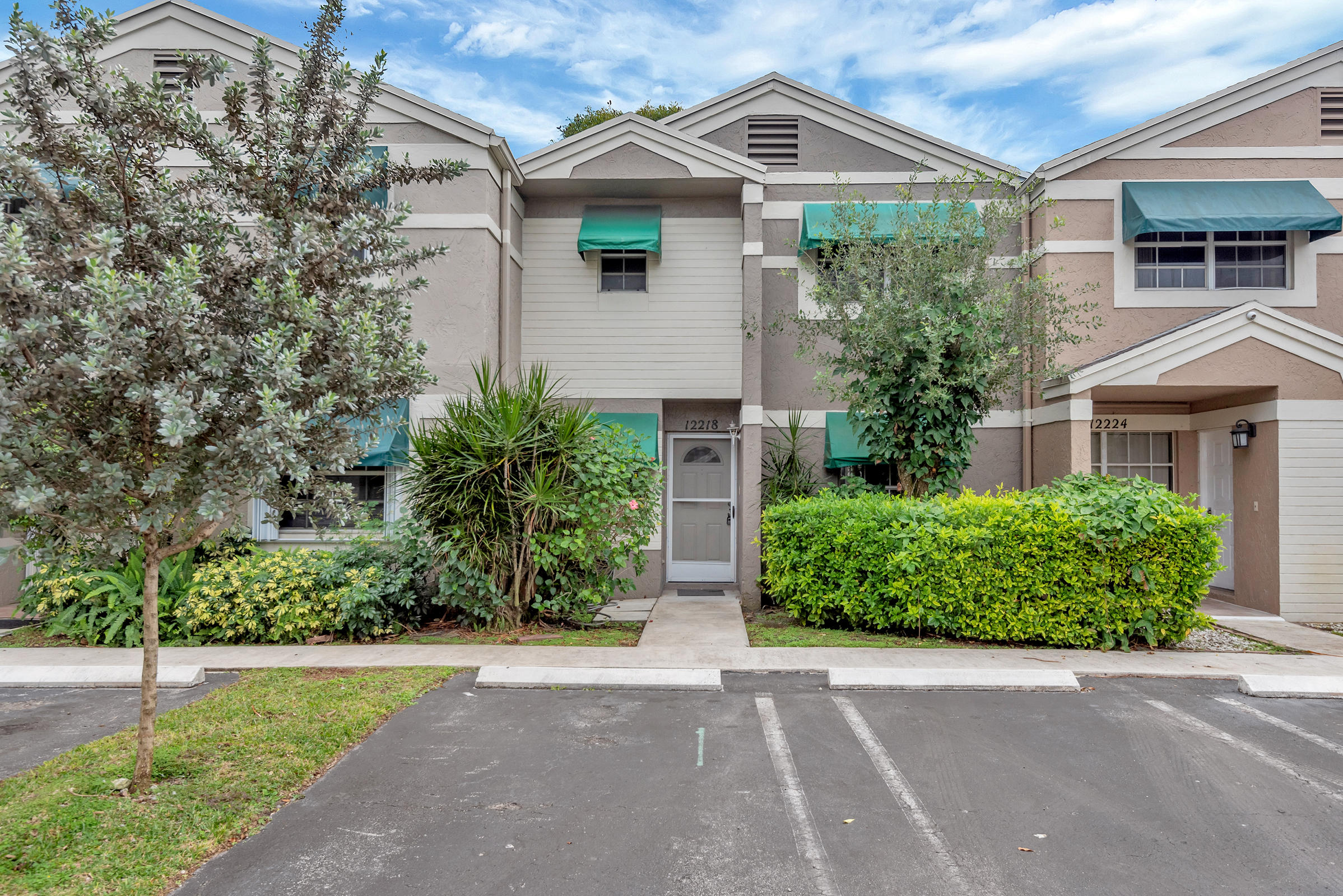 Home for sale in FLAMINGO LAKES TOWNHOMES Cooper City Florida