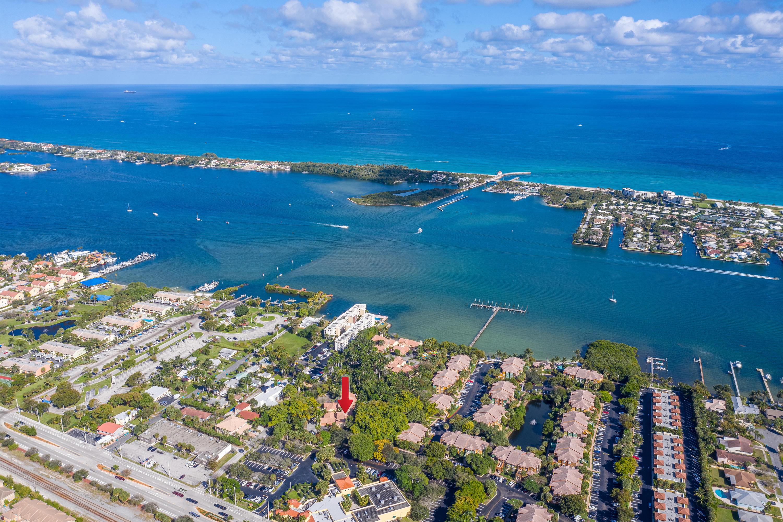 20 Via Lago Boynton Beach, FL 33435