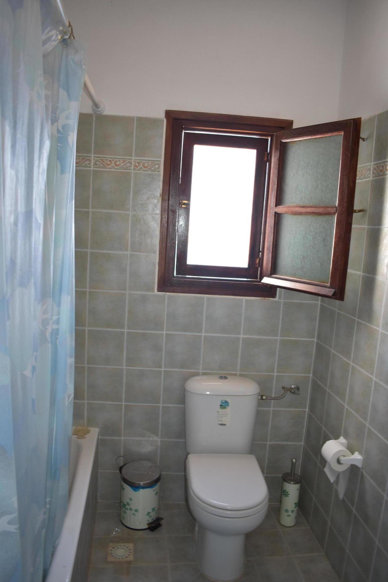 DR14 Bath 1st floor bedroom
