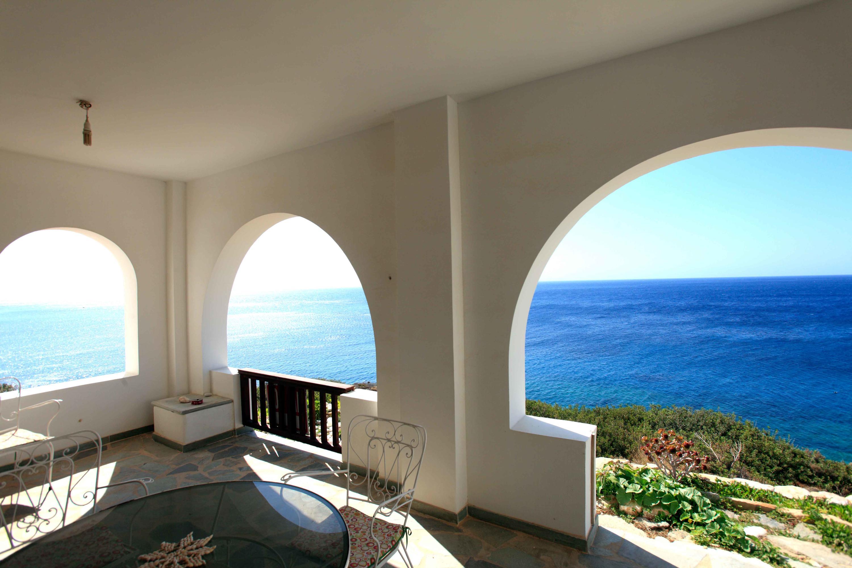 DR6a Ocean view porch DR to patio