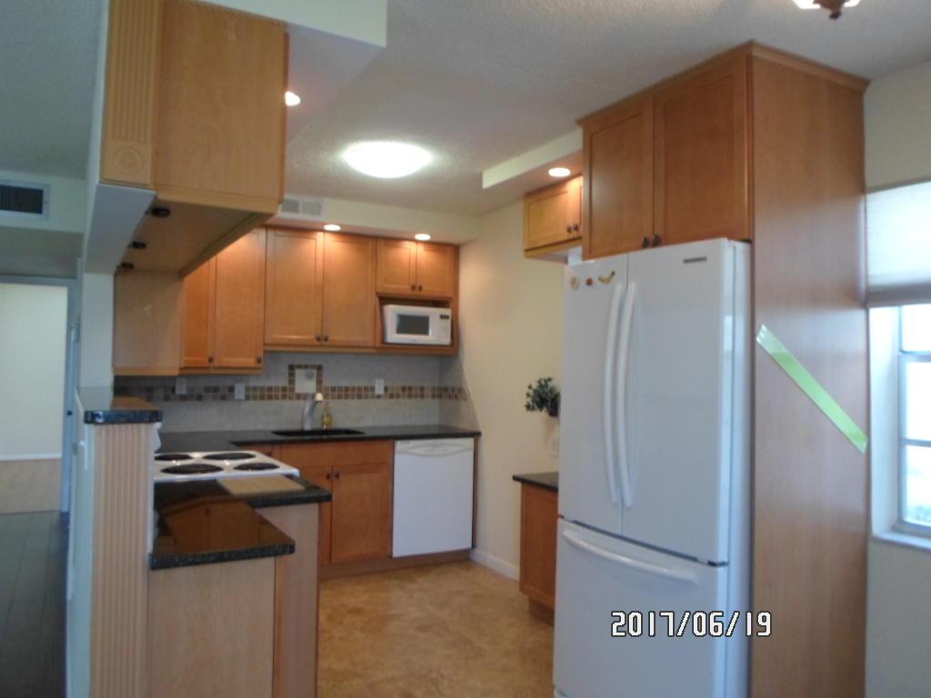 326 Capri G Delray Beach, FL 33484 photo 2