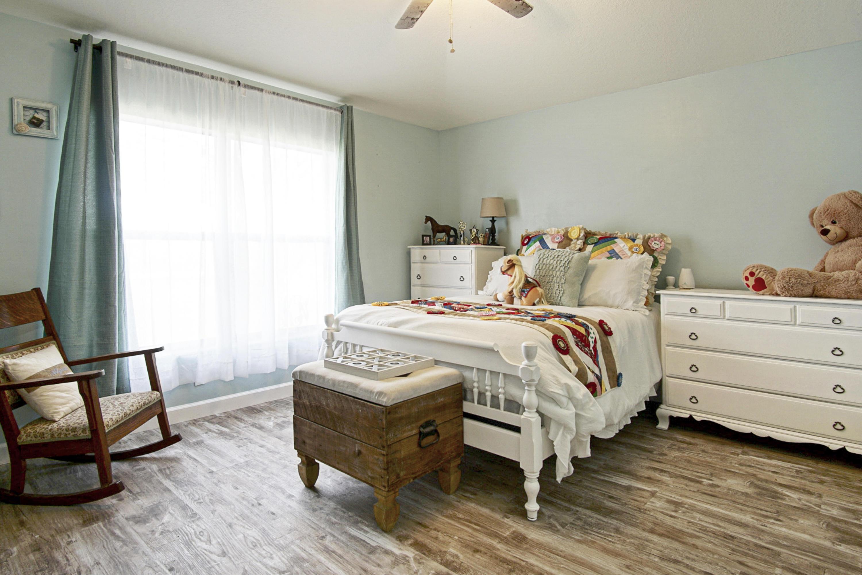 2nd (guest) bedroom