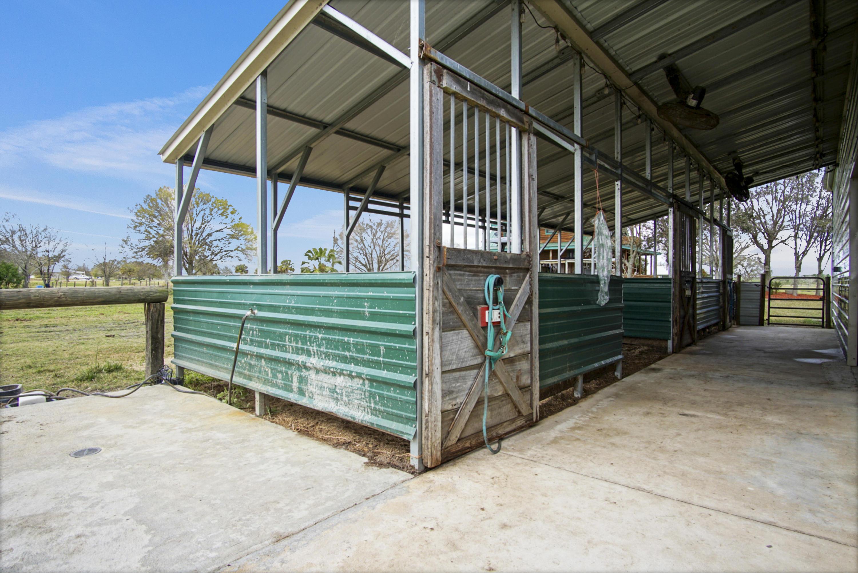 4 stalls