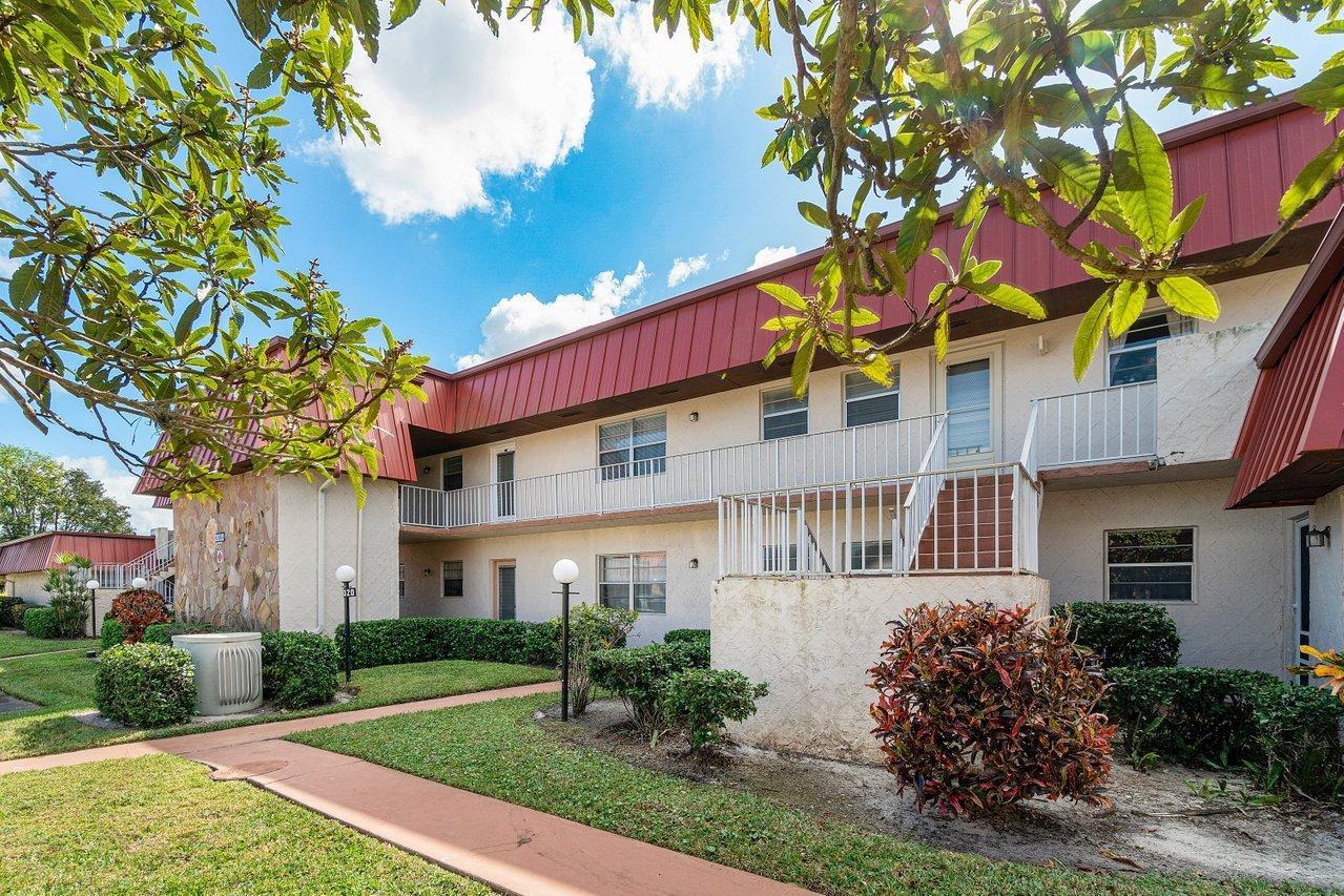 12020 W Greenway Drive 204 Royal Palm Beach, FL 33411