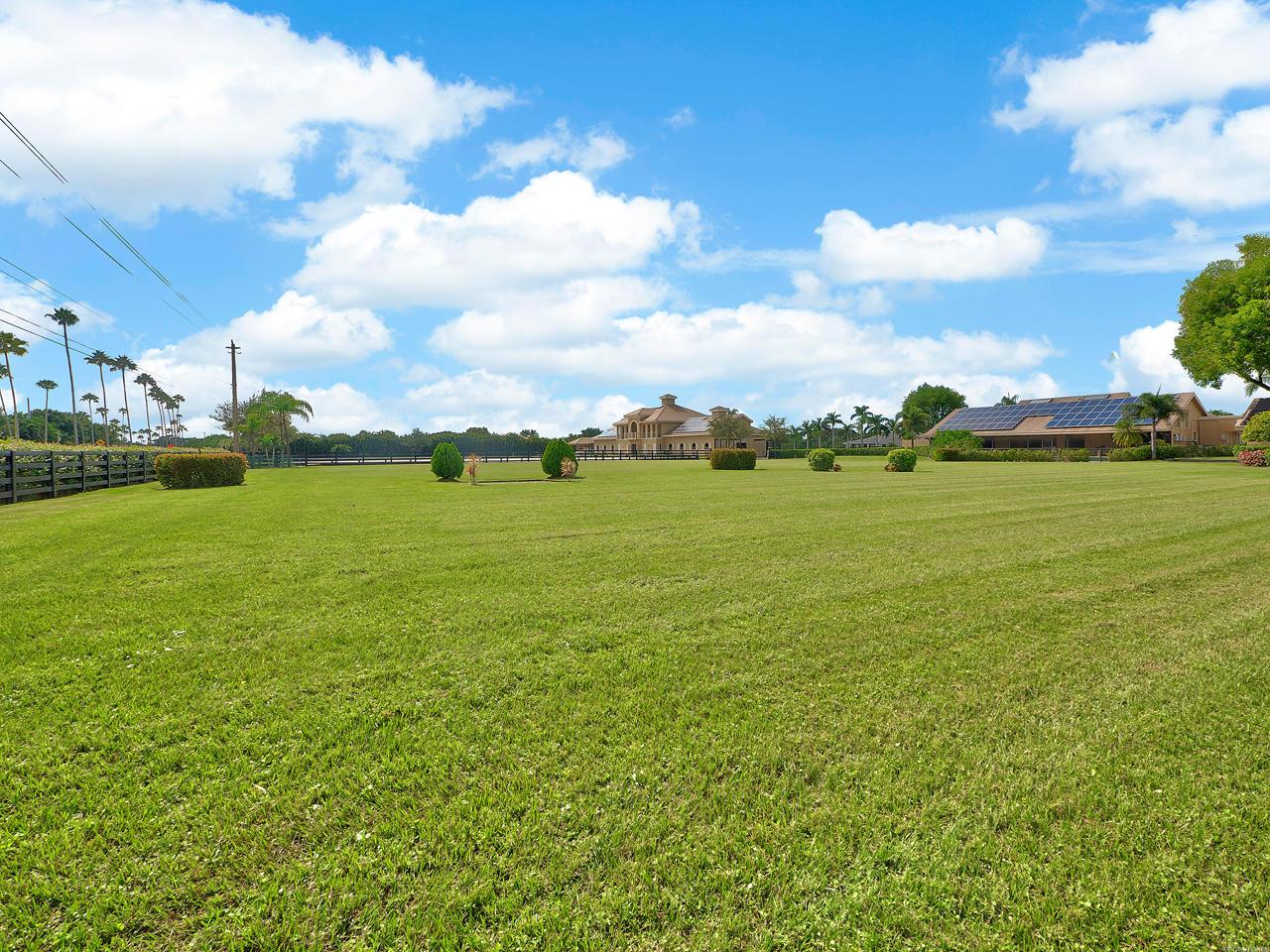 Belmont grass ring