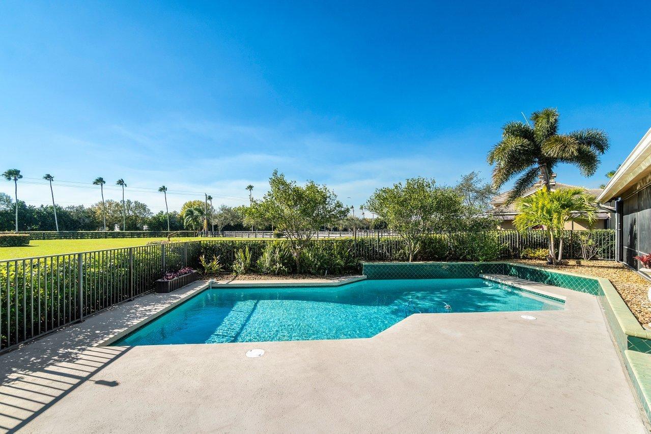 Belmont - pool