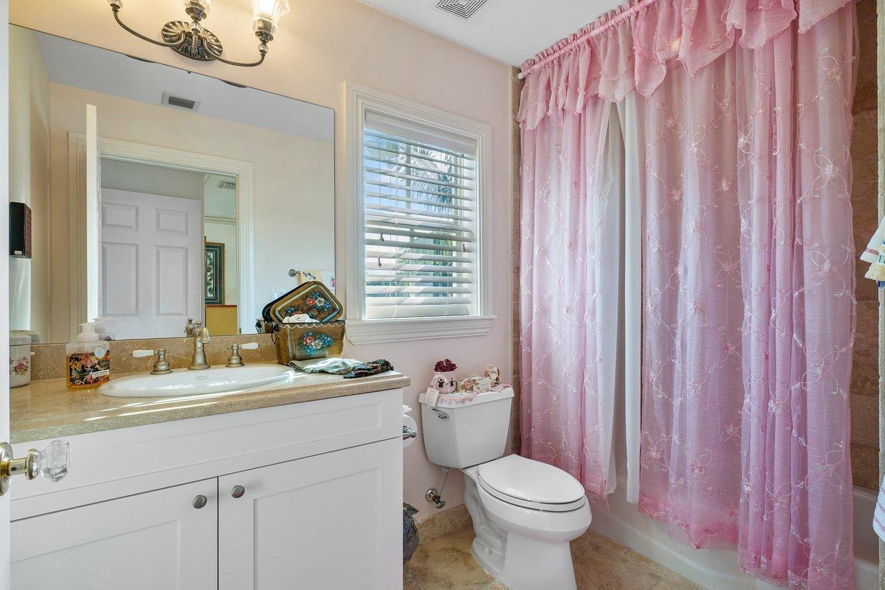 Third Bedroom Private Bath