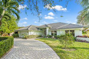 Total Gem of a house, located on the most ADORABLE street. Update it to your liking for a perfect family friendly home. Split floor plan, open living area & room for a pool. This house has great potential. Dont miss out!