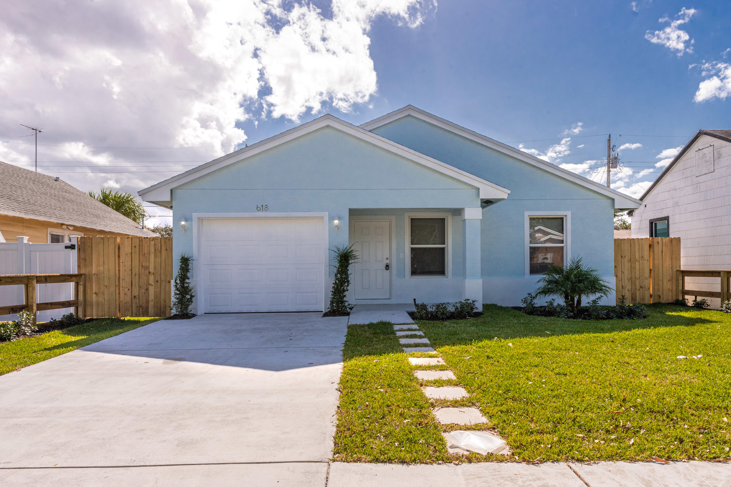 Photo of 860 Dr Martin Luther King Jr Boulevard, Riviera Beach, FL 33404